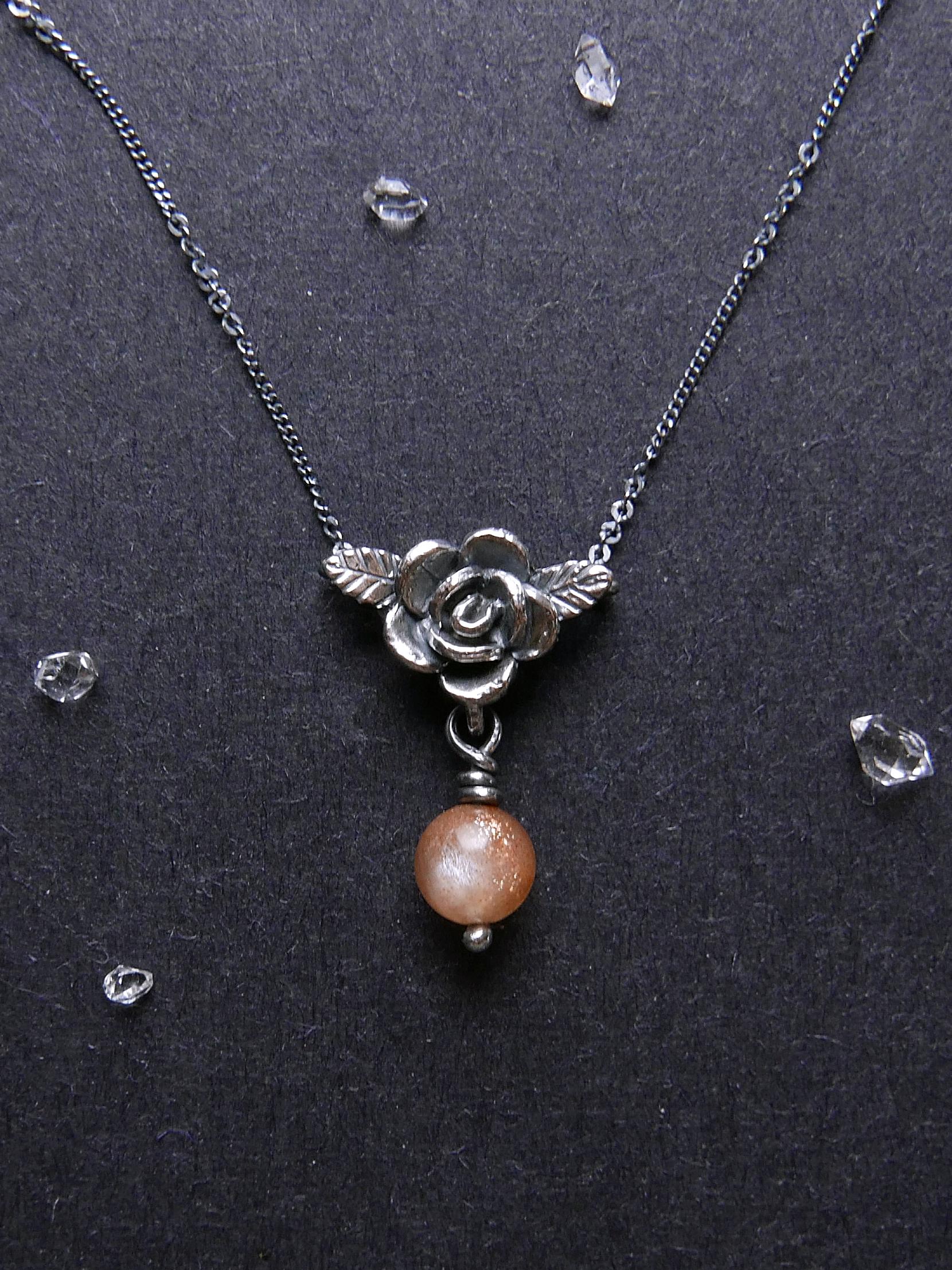 玫瑰守護系列。鎖骨鍊。太陽石礦珠款